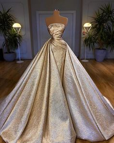 Glam Dresses, Event Dresses, Fashion Dresses, Girls Dresses, Modest Fashion, Stunning Dresses, Beautiful Gowns, Pretty Dresses, Estilo Glamour