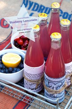 Homemade Soda with Blueberry and Lemon l Homemade Recipes http://homemaderecipes.com/course/drinks/20-homemade-soda-recipes
