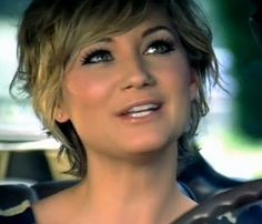 i'm super obsessed with this haircut. And I love er make up here! Beautimus <3