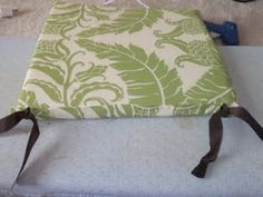 No-Sew Seat Cushions. I would change the fabric, but I love the idea! No-Sew Seat Cushions. Diy Furniture Chair, Diy Outdoor Furniture, Diy Chair, Kitchen Chair Cushions, Outdoor Chair Cushions, Seat Covers For Chairs, Diy Cushion, Cushion Ideas, Sewing Pillows