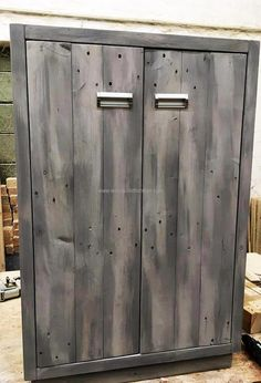 If the person has enough time to spend on creating the furniture for the home, then this idea of the wood pallet closet is great; which will not only fulfill the closet requirement but also shows the skill of the person.