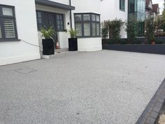Sterling silver resin bound driveway in Wimbledon Stamped Concrete Driveway, Resin Driveway, Diy Driveway, Resin Patio, Driveway Design, Gravel Driveway, Driveway Landscaping, Concrete Driveways, Paving Slabs