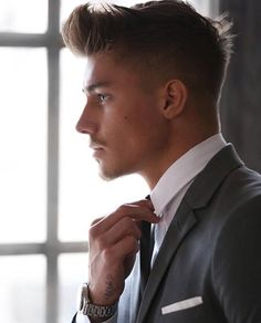 A big reason guys often start looking for different ways to take care of their appearance is to of course get the attention of the ladies. Choosing the right hairstyle can make a huge boost in your looks and we want to help you achieve your hair goals. So the big question is, what men's hairstyles …