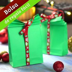 Bolsa de Regalo Fácil This is the most practical and simple way to make a bag and save a gift. Diy Gift Bags Paper, Paper Bag Crafts, Paper Crafts Origami, Diy Gift Box, Paper Gifts, Paper Bags, Diy Crafts Hacks, Diy Crafts For Gifts, Creative Gift Wrapping