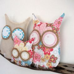 ah how cute would these owls be in a baby girls room :)