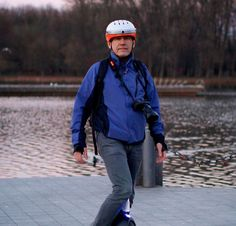 Don't forget your Airwheel C5 intelligent helmet. Record the happy times with friends or family.