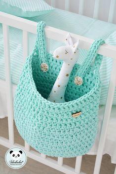 Crochet Hanging Basket Patterns – Knitting And We Crochet Home Decor, Crochet Crafts, Crochet Toys, Crochet Projects, Knit Crochet, Crochet Basket Pattern, Easy Crochet Patterns, Crochet Designs, Mint Bag