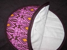 Tutorial for making a tortilla warmer.  Easy and takes up no space at all.
