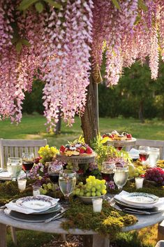 Abundance is key to a P. Allen Smith's tablescape, layered with moss, bowls of grapes and cakestands of different heights to create a dynamic look for his al fresco luncheon.Via Ay Mag Dresser La Table, Allen Smith, Beautiful Table Settings, Al Fresco Dining, Garden Table, Deco Table, Decoration Table, Outdoor Entertaining, Outdoor Parties