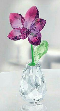 Amazing Beauty Of Crystal Jewelry Swarovski Crystal Figurines, Swarovski Jewelry, Crystal Jewelry, Swarovski Crystals, Cut Glass, Glass Art, Glass Figurines, Crystal Decor, Glass Flowers