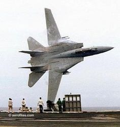 """F-14 Tomcat sobrevôo // """"Permissão para buzz da torre."""" by Divonsir Borges"""