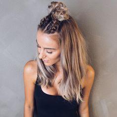 Tresses françaises terminées en half-bun : on aimeee!  #lookdujour #ldj #halfbun #hair #hairdo #hairinspo #hairgoals #haircrush #inspiration #braids #style #regram  @skopljak
