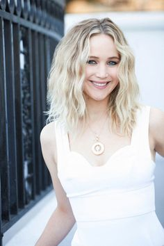 USA Today - - Jennifer Lawrence Picture Gallery - Jessica Smith Home Jennifer Lawrence Joy, Jennifer Lawrence Pictures, Jennifer Lawrence Haircut, Jennifer Lawrence Makeup, Usa Today, Jennfer Lawrence, Hollywood Celebrities, Beautiful Celebrities, Gorgeous Women
