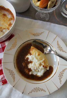1 l maitoa 2 dl puuroriisiä ½-1 tl suolaa Voiteluun: voita tai margariinia 1. Voitele uunivuoka (n. 2 litraa) ja mittaa puuroainekset suoraan vuokaan. 2. Kypsennä uuniriisipuuroa uunissa 175°C:ssa…