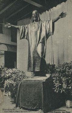 Vandaag (20 okt) is het 90 jaar geleden dat het heilig hart beeld op het Tempsplein werd onthuld? Hierbij een afbeelding van het beeld toen het nog in het atelier van de kunstenaar stond, dus voor 19 oktober 1924, collectie Rijckheyt