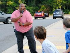 Assistant principal's song and dance makes kids smile, get to school on time