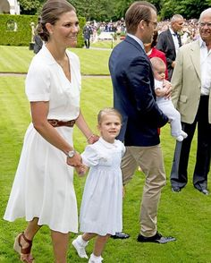 Victoriaday 2016 #svenskakungafamiljen #svenskakungahuset #kungafamiljen #kungahuset #royalfamily #royals #sweden #schweden #solliden #öland #crownprincessvictoria #kronprinsessanvictoria #prinsdaniel #princedaniel #princessestelle #prinsessanestelle #estelle #victoria #daniel #littleprincess #swedishprincess #prinsessa #princess #royalbaby #babyboy #princeoscar #prinsoscar #oscar