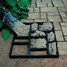 """DIY Garden Path with a multi-picture frame and cement. I love this idea! pictorialdesign: """"DIY Garden Path with a multi-picture frame and cement. Outdoor Projects, Home Projects, Outdoor Decor, Outdoor Ideas, Garden Projects, Backyard Projects, Spring Projects, Outdoor Crafts, Weekend Projects"""