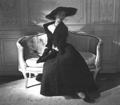 Dior has been well known for his classic style and elegance. The French fashion designer founded the iconic label Christian Dior. Dior Vintage, Moda Vintage, Vintage Couture, Vintage Mode, Vintage Glamour, Vintage Beauty, Dior Fashion, 1940s Fashion, Vintage Fashion