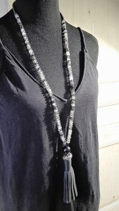 Sautoir perles gris noir transparent pompon noir