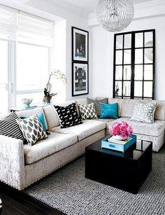 kucuk oturma odasi dekorasyon ornekleri koltuk takimi sehpa tv unitesi kitaplik yastik aksesuar gri mavi siyah beyaz