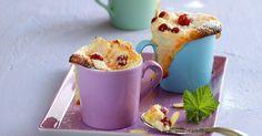 Ein sommerlicher Traum aus dem Ofen: Viele feinherbe rote Früchtchen, gebettet in eine süße Quarkcreme mit Mandeln und Ricotta .