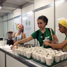 """Ontem rolou demonstração culinária de """"danoninho"""" no #vegfest2015  Obrigada a quem assistiu e ao pessoal da organização!  Foi lindo <3 #quitutesbuenavibra #danoninhoraw #govegan #vegfestbrasil by quitutesbuenavibra"""