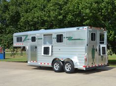 """Find out additional info on """"horse trailer towing vehicles"""". Visit our site. Livestock Trailers, Horse Trailers For Sale, Towing Vehicle, Buy A Horse, Gooseneck Trailer, Show Cattle, Horse Face, Horse Stalls"""