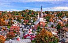 Montpelier, Vermont is the smallest state capital by population of the 50 US states. Learn more about the least populous state capitals in the United States. Best Places To Live, Places To Visit, Small Town America, America America, North America, Green Mountain, Honeymoon Destinations, Honeymoon Planning, Vacation Places