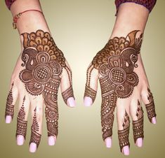 Floral Latest Mehndi Designs 2019 For Hands, There is the growing trend of mehndi designs, also known as henna tattoo designs which is now the main element for women. Henna Hand Designs, Peacock Mehndi Designs, Indian Mehndi Designs, Stylish Mehndi Designs, Mehndi Designs 2018, Mehndi Designs For Girls, Beautiful Henna Designs, Henna Tattoo Designs, Bridal Mehndi Designs