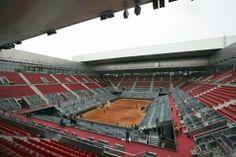 La Caja Mágica es una de las construcciones emblemáticas que se crearon para los Juegos olímpicos. Por desgracia, también es famosa por su coste (multiplicó por dos su presupuesto inicial) y por el poco uso que se le da al año. Hasta ahora se intentaba hacer frente a la deuda gracias a un par de torneos de tenis al año ( de una semana de duración cada uno), a la Federación de tenis y al Real Madrid., construcción de 300 MILLONES. MADRID