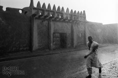 Eliot Elisofon, The external gate of traditional earth building, Mopti, Mali,1970