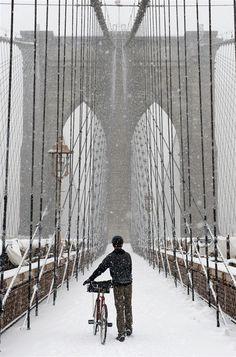 Brooklyn Bridge - snow in new york
