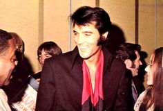 Elvis press conference , august 1 1969 in Las Vegas . Elvis at the reception after the press conference , here with musician Count Basie.