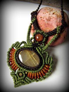 店主も長年愛用しておりますアクセ作家さんによるゴールドルチルクォーツ(ブラジル産)のネックレスです。時間をかけて一編み一編み丁寧に作られています^^石は世界各地から作家さん自らが厳選チョイス。こちらも…