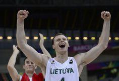 FIBAバスケットボール・ワールドカップ(FIBA Basketball World Cup 2014)準々決勝、リトアニア対トルコ。勝利を喜ぶリトアニアのマルチネス・ポシウス(Martynas Pocius、2014年9月9日撮影)。(c)AFP=時事/AFPBB News