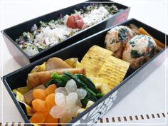Very pretty yet simple bento (ok the hand-cut veggie flowers take some time and experience). Bits left over from the flower vegetables are chopped up and mixed into the ground chicken to make the little burgers or meatballs on the right.