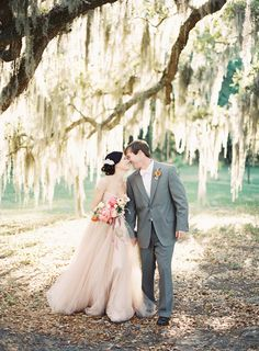 How lovely is this?! Spanish moss makes everything so dreamy | Katie Stoops + Adam Barnes #wedding