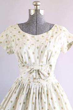 37c244d61be Vintage 1950s Dress   50s Cotton Dress   Beige and White Ditsy Floral Print  Dress w