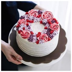 I would like to make this with roses instead of swirls and raspberry flavored buttercream. Try to mimic the exact colors. Pretty Cakes, Beautiful Cakes, Amazing Cakes, Cake Decorating With Fondant, Cookie Decorating, Decorating Ideas, Buttercream Cake, Frosting, Buttercream Flowers