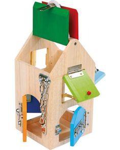 Casa de cerraduras apta para pedagogía Montessori
