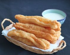 Gio Chao Quay (Fried Bread) (http://afamily.vn/an-ngon/mach-ban-cach-lam-quay-gion-ngon-cuc-dinh-20130927044238684.chn)