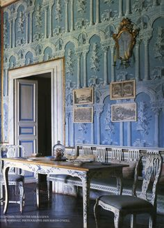 robert-hadley:The World of Interiors, December Photo -. (This Ivy House) Decoration, Art Decor, Decor Ideas, Blue Drawings, Chatsworth House, Ivy House, World Of Interiors, Traditional Interior, Swedish Design