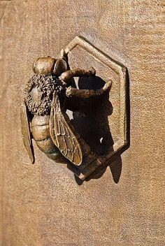 Bee door knocker on gate - Avenue Station, Sunset Park, Brooklyn Door Knockers Unique, Door Knobs And Knockers, Knobs And Handles, Door Handles, Cool Doors, Unique Doors, Door Detail, Door Accessories, Bee Art