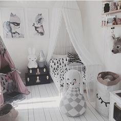 so ein cooles Kinderzimmer, Lampe und Elephant gibt es bei dotkind.at! Instagram photo by @leoandbella via ink361.com