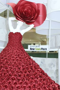 Paper fashion dresses | Futuristic style - Zoe Bradley