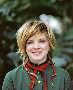 Wallis Bird (1982), folk/rockabilly musician