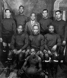 """Globetrotters weren't first B-ballers from Harlem. The New York Renaissance, also known as the Harlem Renaissance Big Five or the Rens, was an all-Black professional basketball team founded in 1923 by Robert """"Bob"""" Douglas, a few years before the Harlem Gl Black History Facts, Black History Month, Black Power, Neymar Jr, Nike Dunks, Harlem Globetrotters, American Sports, American Athletes, American Fashion"""