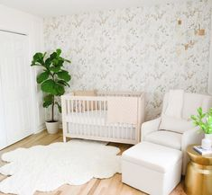 🌿 fabulous foliage 🌱 • #babyletto Gelato crib • 📷: nursery designed by mama @kourtneykaylene Mamas And Papas, Convertible Crib, Nursery Design, Gelato, Interior Inspiration, Cribs, Toddler Bed, Room, Furniture