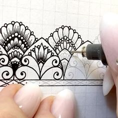 Mandala Art Lesson, Mandala Drawing, Nose Drawing Easy, Doodle Drawings, Doodle Art, Drawing Course, Wow Art, Doodle Patterns, Mandala Pattern